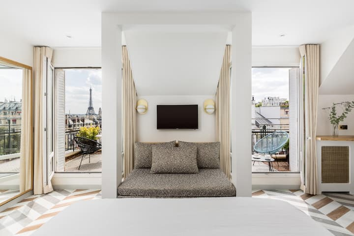 Suite with balcony, Eiffel Tower/Sacre-coeur view