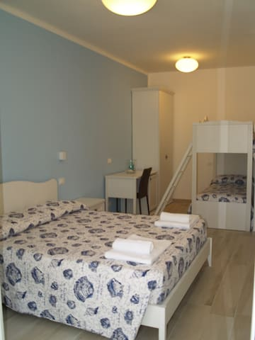 Acquamarina affittacamere TORY  Camera famigliare - Sirolo - Bed & Breakfast