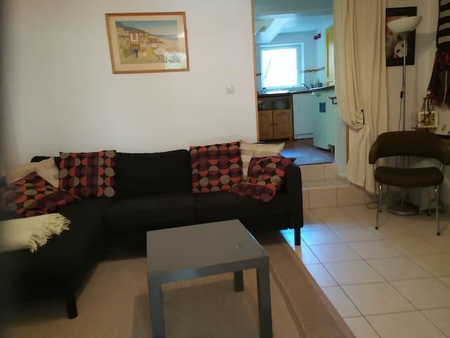 appartement indépendant dans maison de ville.