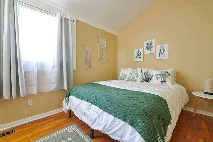 Comfy, Cozy Casa - Minutes from EAV, L5P and O4W!