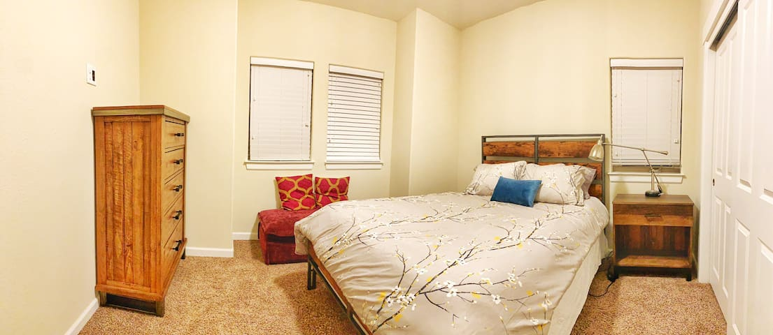 Upstairs 3rd bedroom with Queen bed