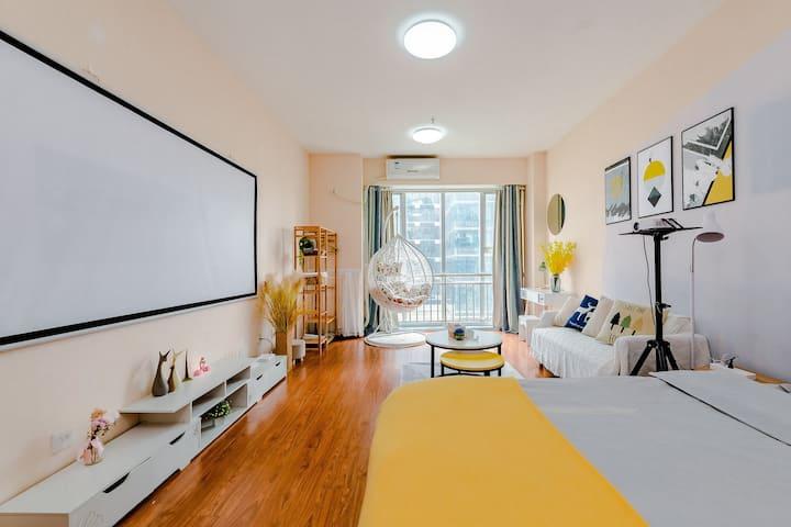 春熙路太古里,宽窄巷子,339,市二医院双地铁旁温馨舒适投影大床房