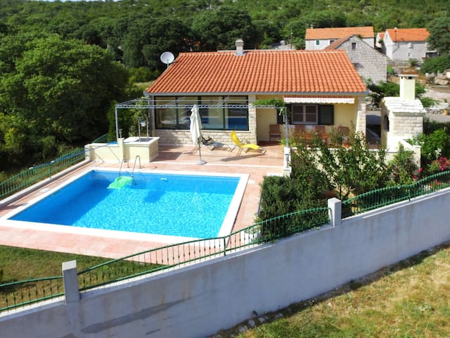 Holiday House Lovre for 5 persons in Trogir / Ciovo (Island)