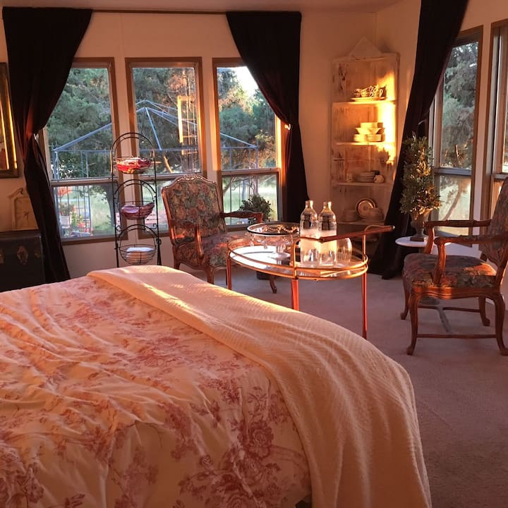 Sunset Suite with PanoramicView In Wine Country