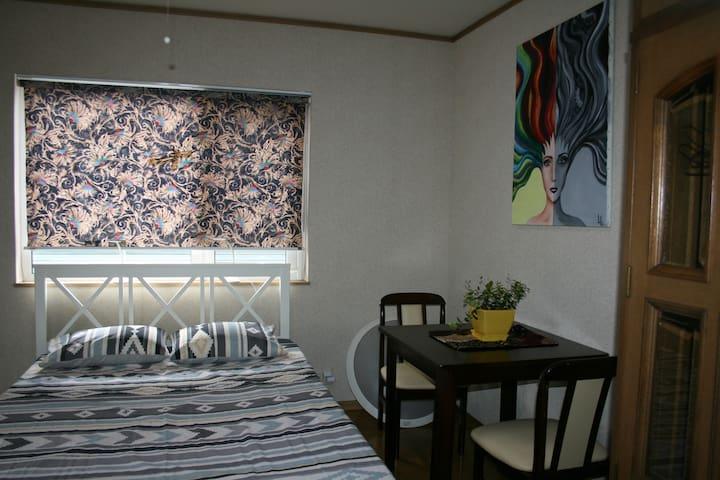 Mi Casa - Cockatoo Room