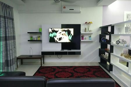 Double storey house with 4 room and 3 bath room. - Ayer Keroh - Hus