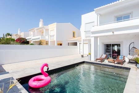 Stylish house with private swimming-pool