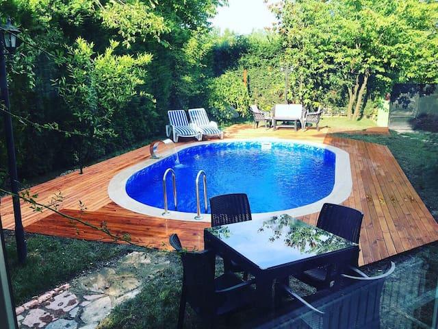 Kırkpınar Sapanca Tam Korunaklı 5+1 Havuzlu Villa