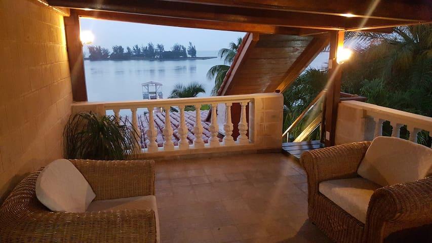 BED & BREAKFAST ALCANAL - L'Avana - Bed & Breakfast