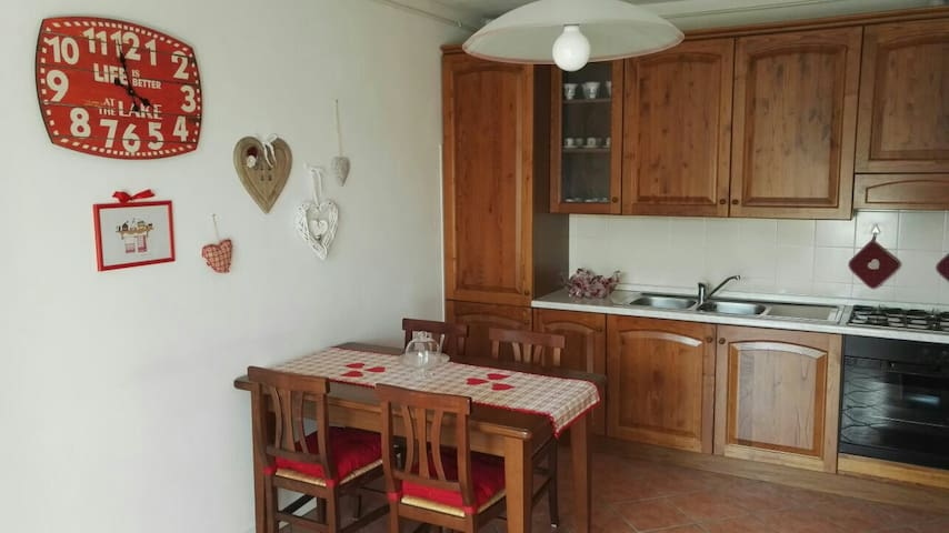 "Beautiful apartment ""sun village"" with garden - Lanzo D'intelvi - Huoneisto"