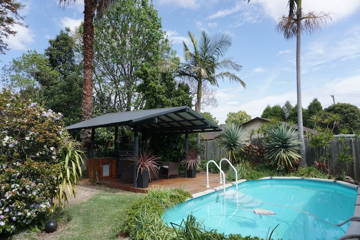 Self Contained 1 bedroom Cabin in Tropical Garden - Toongabbie - Chatka