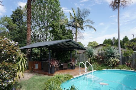Self Contained 1 bedroom Cabin in Tropical Garden - Toongabbie