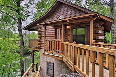 River Rush - Cozy Riverfront Cabin in Pigeon Forge