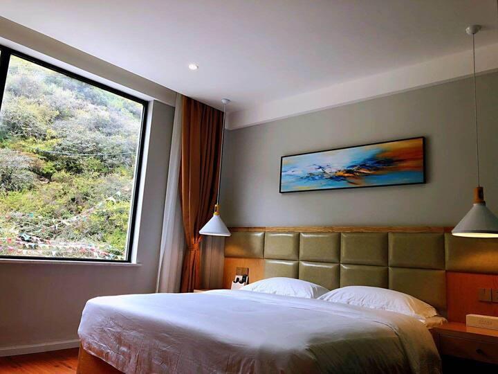 四姑娘山峡谷情酒店观景大床房