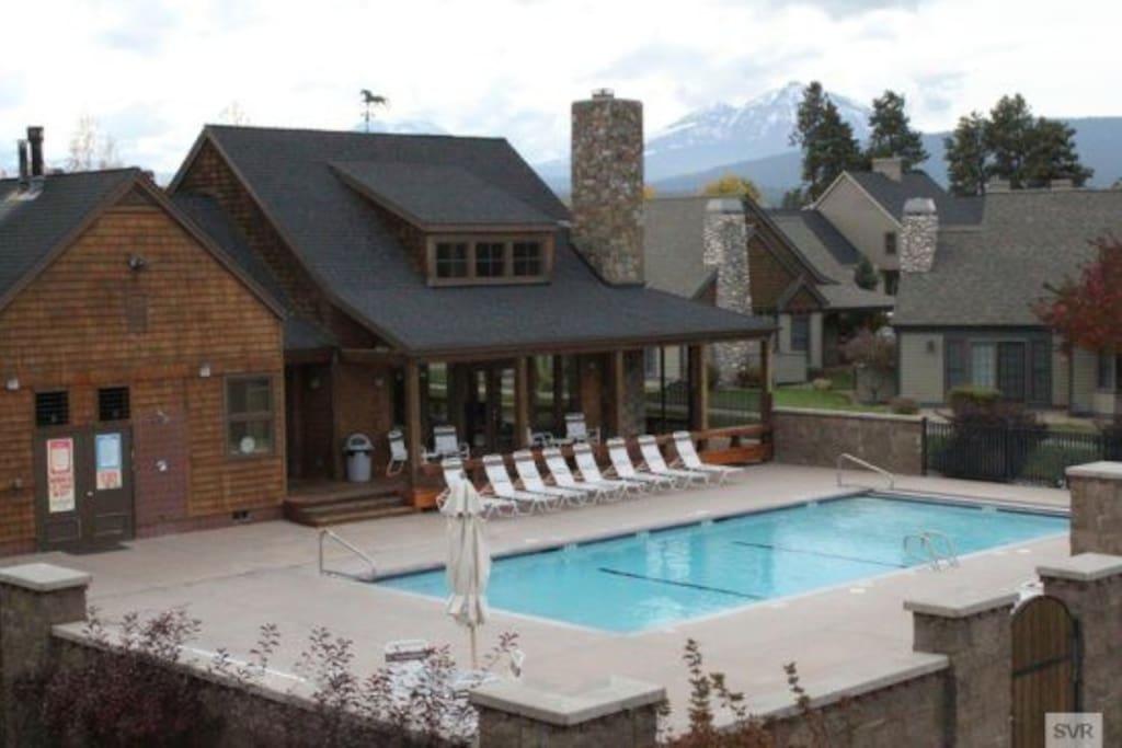 Pine Meadow Village Pool