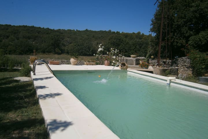 Graceful Cottage in Malaucène with Private Swimming Pool