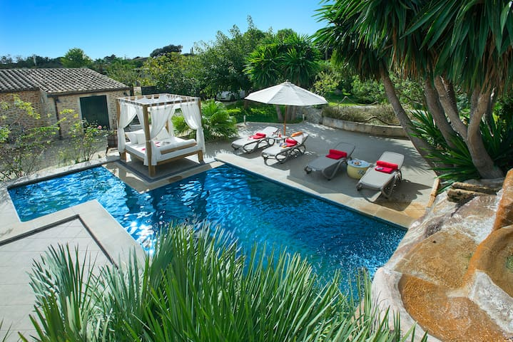 Sunbathe at Villa Miquela with Pool and Waterfall - Búger - Willa