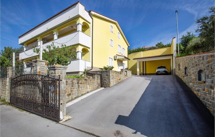 Holiday apartment with 1 bedroom on 46m² in Hrvatini