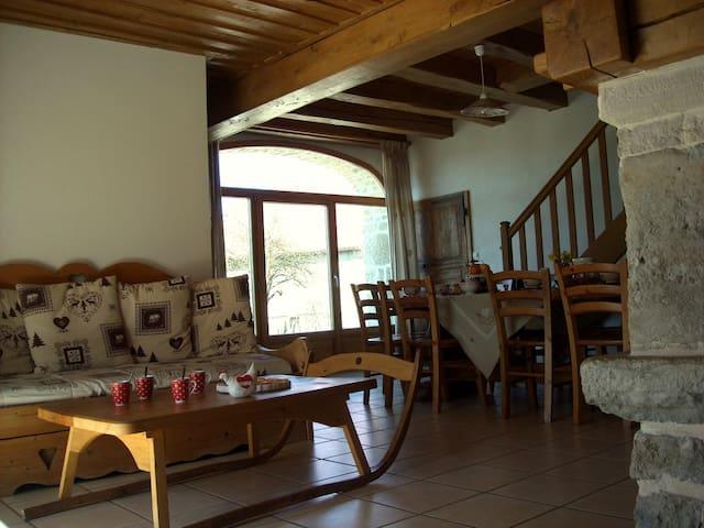 Ferme restaurée 5 chambres - Sirod - Casa