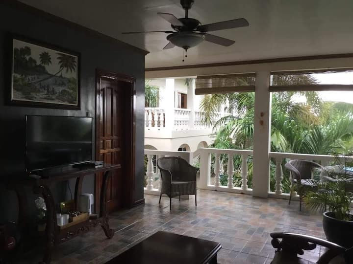 Liza's Pacific Palms Guesthouse