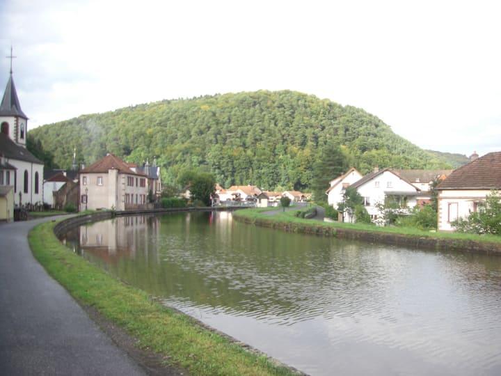 Gîte chaleureux au bord du canal