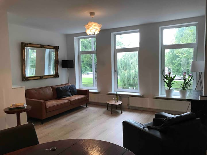 Nice apartment at canal in centre of Rotterdam