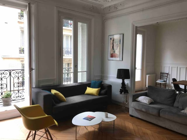 Beautiful bedroom & private bathroom in Le Marais