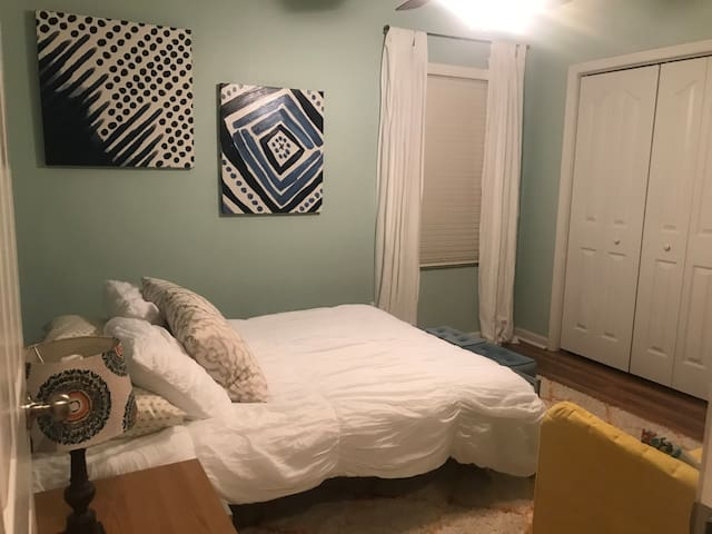 Private Room 10 Minutes from Downtown Knoxville