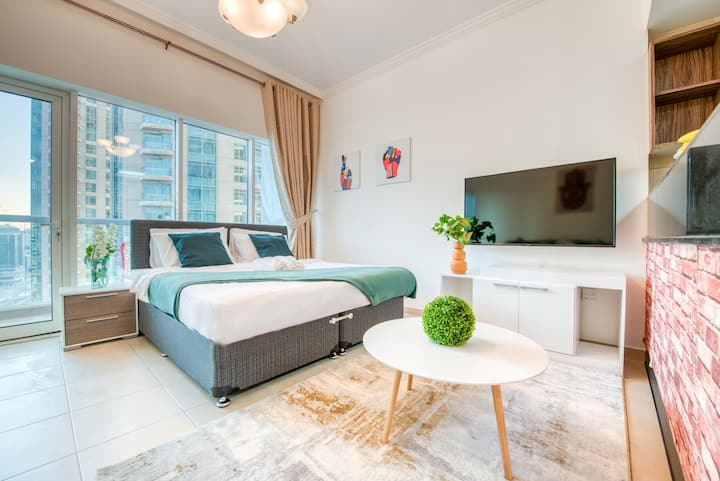 RH- Trendy studio in Downtown; minutes to DXB Mall