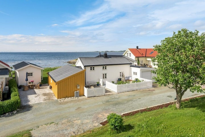 Charming coastal house for rent.