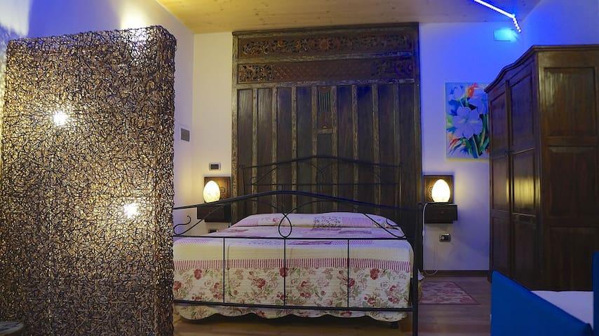Villetta su due piani con cucina adatto famiglie for Piani di aggiunta della camera da letto del primo piano