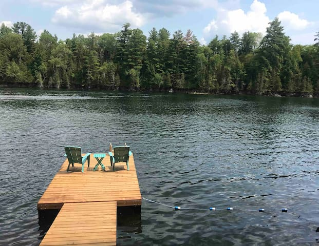 FIRESIDE RETREAT - PRIVATE LAKE FRONT COTTAGE