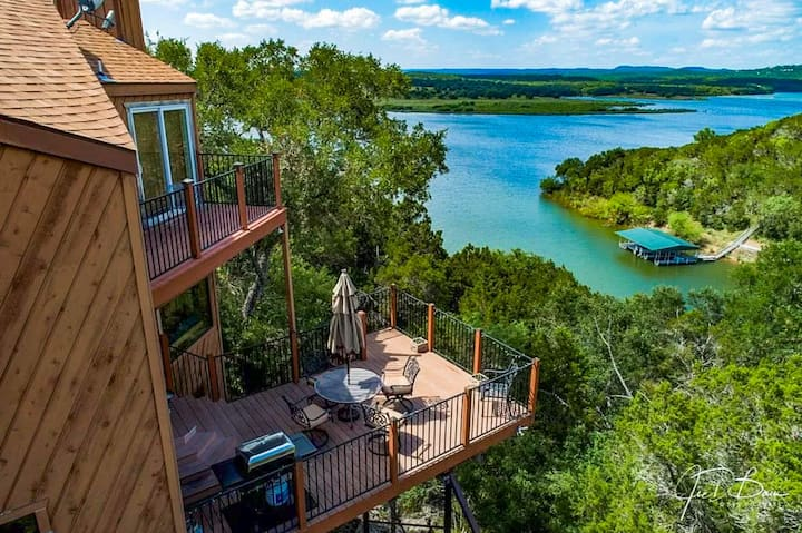 Updated 3BR Spicewood Cabin w/ Lake Views