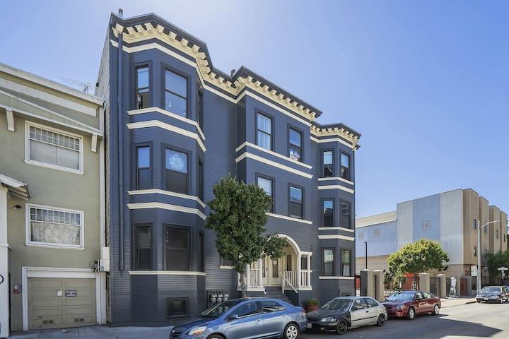 San Francisco Soma/ shared room/ bunk beds