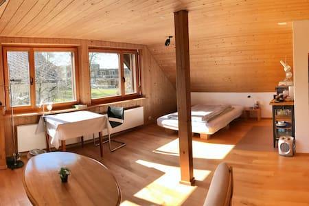 Helles, sehr ruhiges, gemütliches Zimmer
