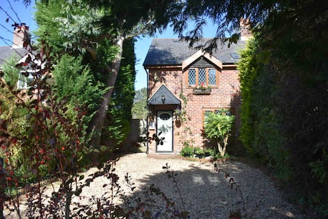 Muddy Bottom Cottage, A cosy New Forest retreat