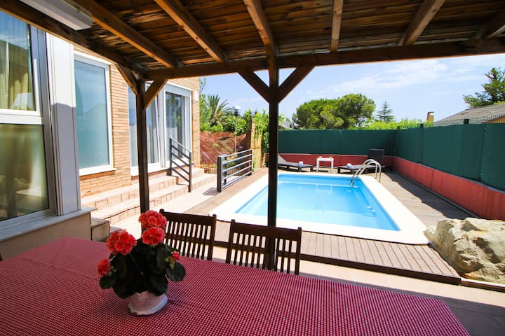 LUMIN Townhouse with private pool & barbecue zone
