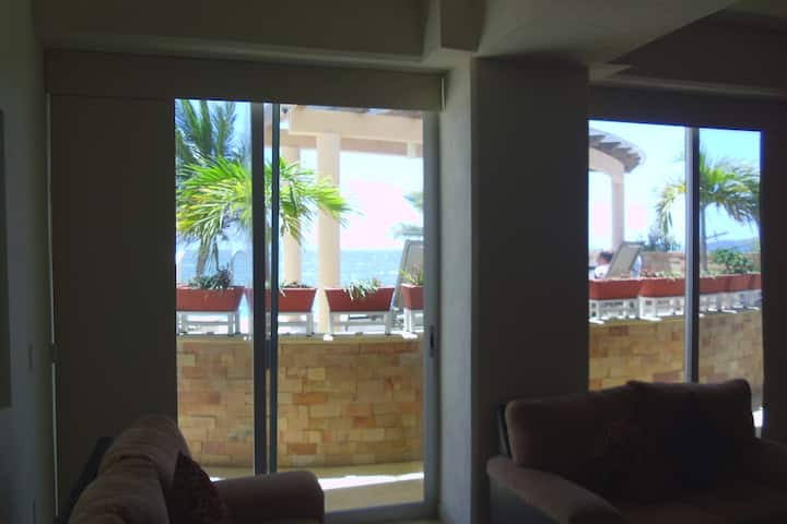 Condo 3 bedrooms, close to the sea, ground floor.