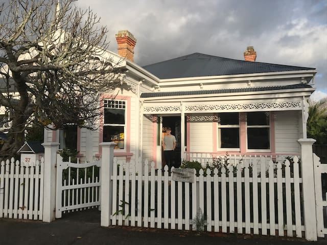 Beautiful friendly Ponsonby villa