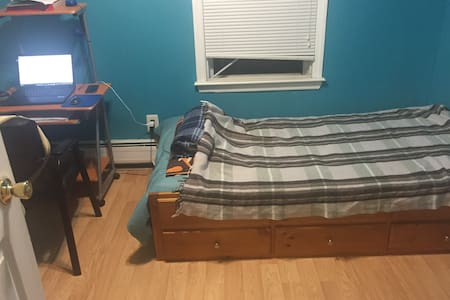 Temporary Bedroom for Rent on Dec. - Kearny
