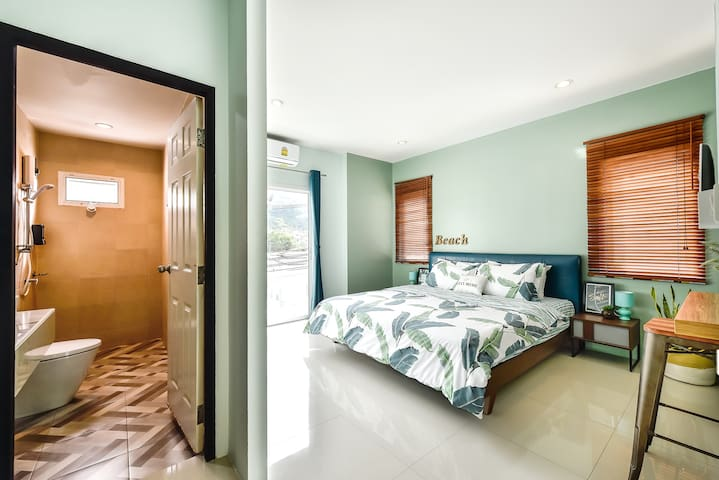 Private House on Patong Hill, 3 bedrooms Sleeps 8