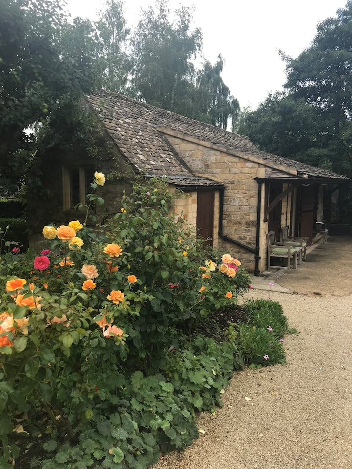 Peace and privacy in a beautiful Cotswolds garden