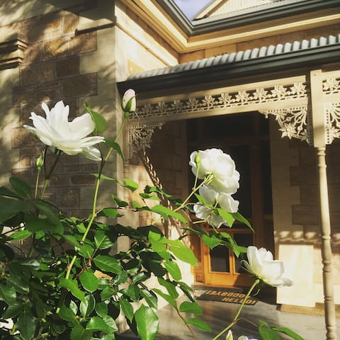 A charming heritage house 10min to Fringe festival