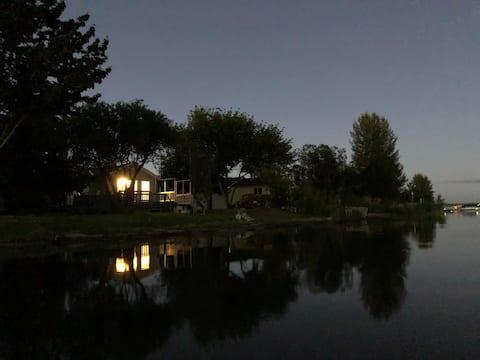 Sorsele Hus -- lakefront cottage at Pigeon Lake