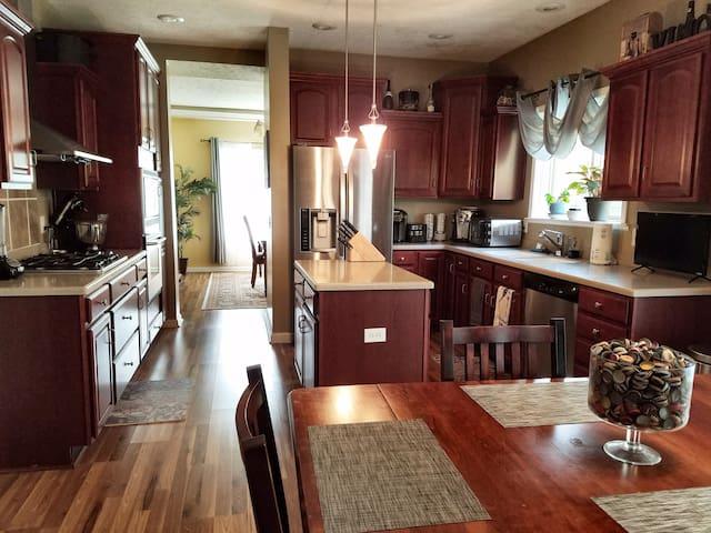 3 private rooms in luxury custom home - Kalamazoo