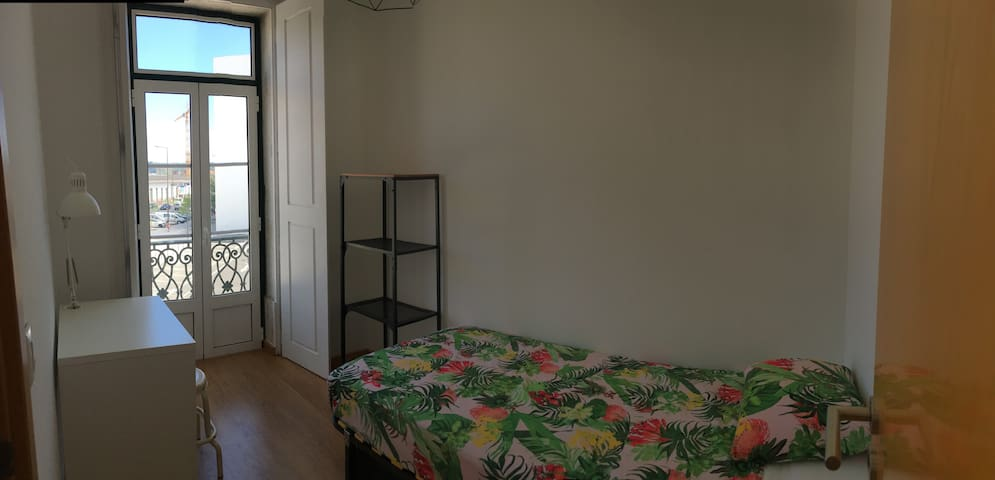 Lovely Small Room between Centre and Beaches
