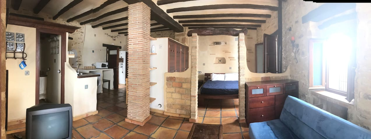 Luxury Spacious Apart. With A/C in the Old Village
