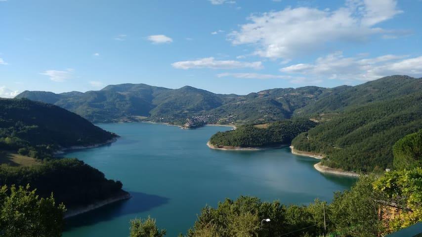 Camere sul lago del Turano - Ascrea - Huis