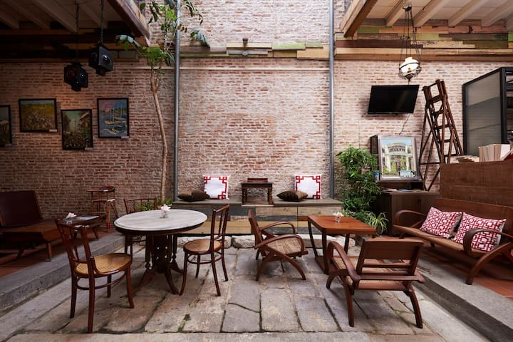 Courtyard Duplex Suite @ You Le Yuen - George Town - Bed & Breakfast