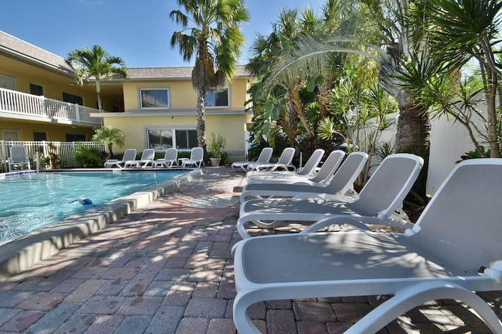 Ton of space/private/close to beach/free amenities